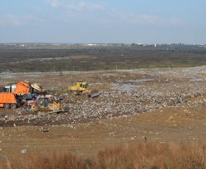 USR trage un semnal de alarmă: toate gropile de gunoi din București sunt în afara legii