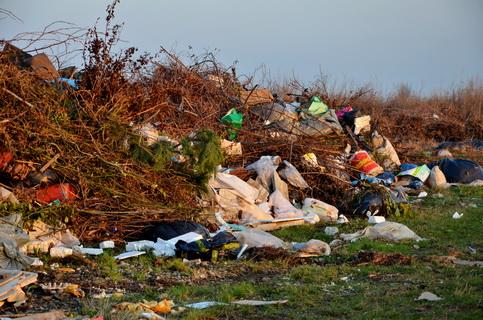 Depozitarea ilegală de deşeuri în Corbeanca