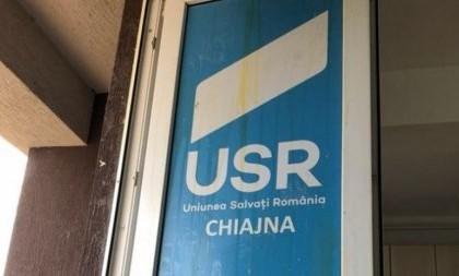 Digi24: FOTO. Biroul unui parlamentar USR, vandalizat cu ouă